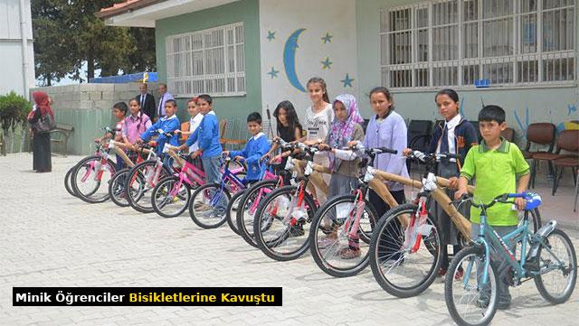 Minik öğrenciler bisikletlerine kavuştu