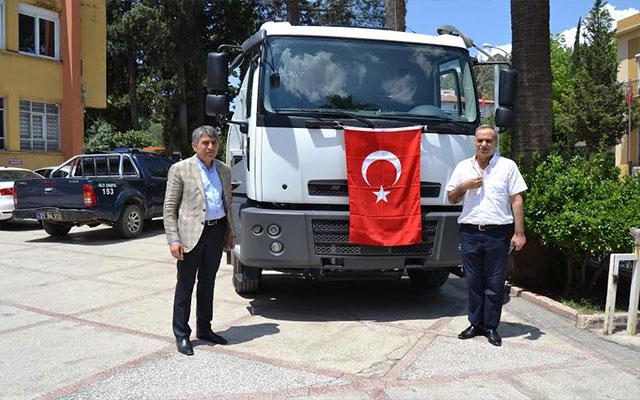 Çevre ve Şehircilik Bakanlığı'nın Kırıkhan Belediyesi'ne hibe ettiği süpürge aracı hizmete başladı