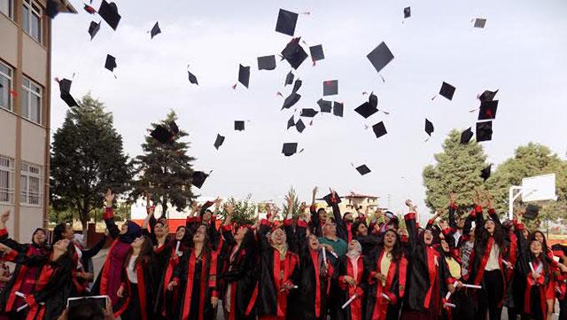 Naim Atakaş Anadolu Lisesi öğrencilerinin mezuniyet coşkusu