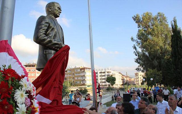 Defne Belediyesi kente Atatürk anıtı kazandırdı