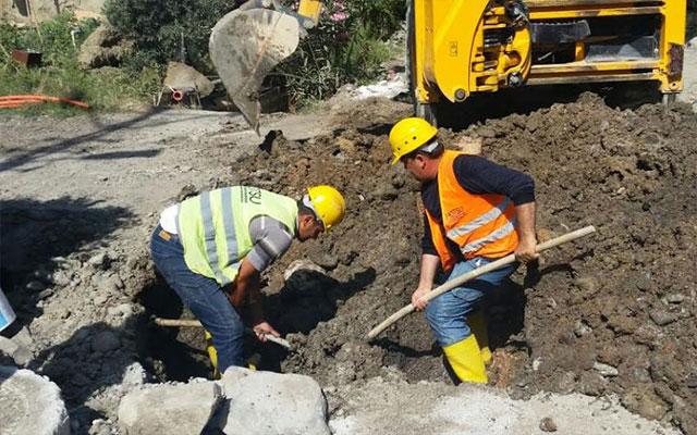 Arsuz'da asbestli boru onarımı sürüyor