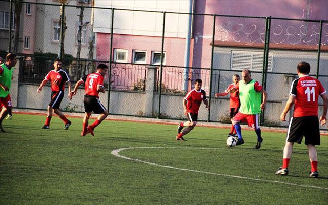 Erhan Aksay Futbol Turnuvası'nın heyecanı çeyrek final maçlarıyla devam edecek