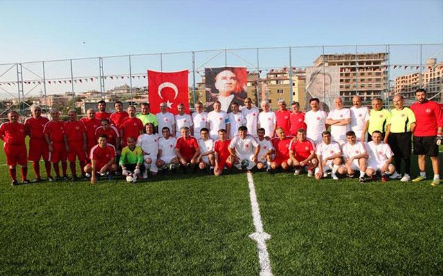 32. Erhan Aksay Futbol Turnuvası'nda müsabakalar nefes kesiyor