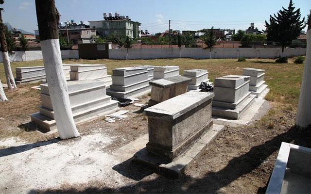 HBB ekiplerinden 15 ilçede takdir gören mezarlık temizleme çalışmaları