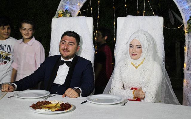 Ozan Vardı muhteşem düğünle bekarlığa veda etti