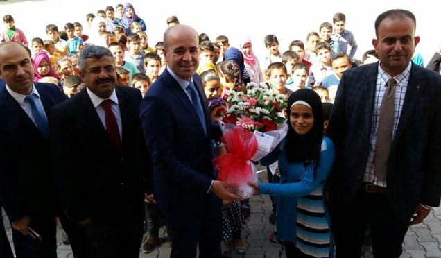 Kumlu Kaymakamı Karaosmanoğlu Suriyeli öğrencileri ziyaret etti