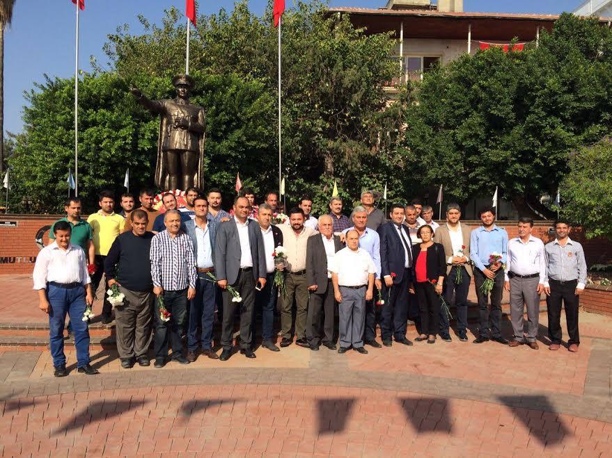 Cumhuriyet'e CHP'den karanfilli kutlama