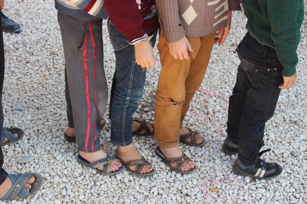 Reyhanlı Suriye okulunda öğrenim gören 240 öğrenciye kışlık ayakkabı yardımı yapıldı