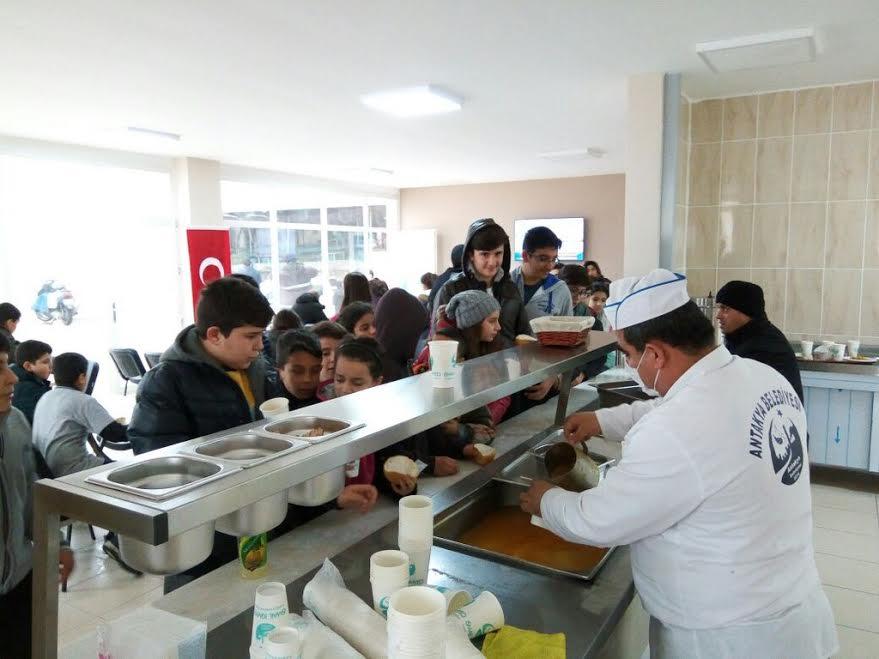 Antakya Belediyesi Çorba Evi vatandaşlara hizmet vermeye devam ediyor