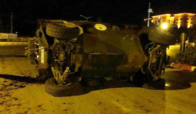 Askeri araç devrildi; 5 asker yaralı