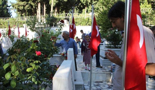 Mezarlıklara Bayram ziyareti