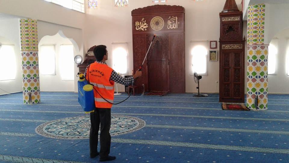 Başkan Yavuz'dan Kadir Gecesi ve Ramazan Bayramı öncesi Camilere temizlik ve gülsuyu hizmeti