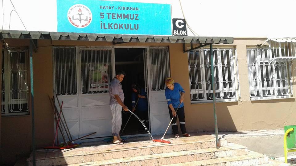 Kırıkhan'da Okullara Başkan Yavuz'dan temizlik desteği