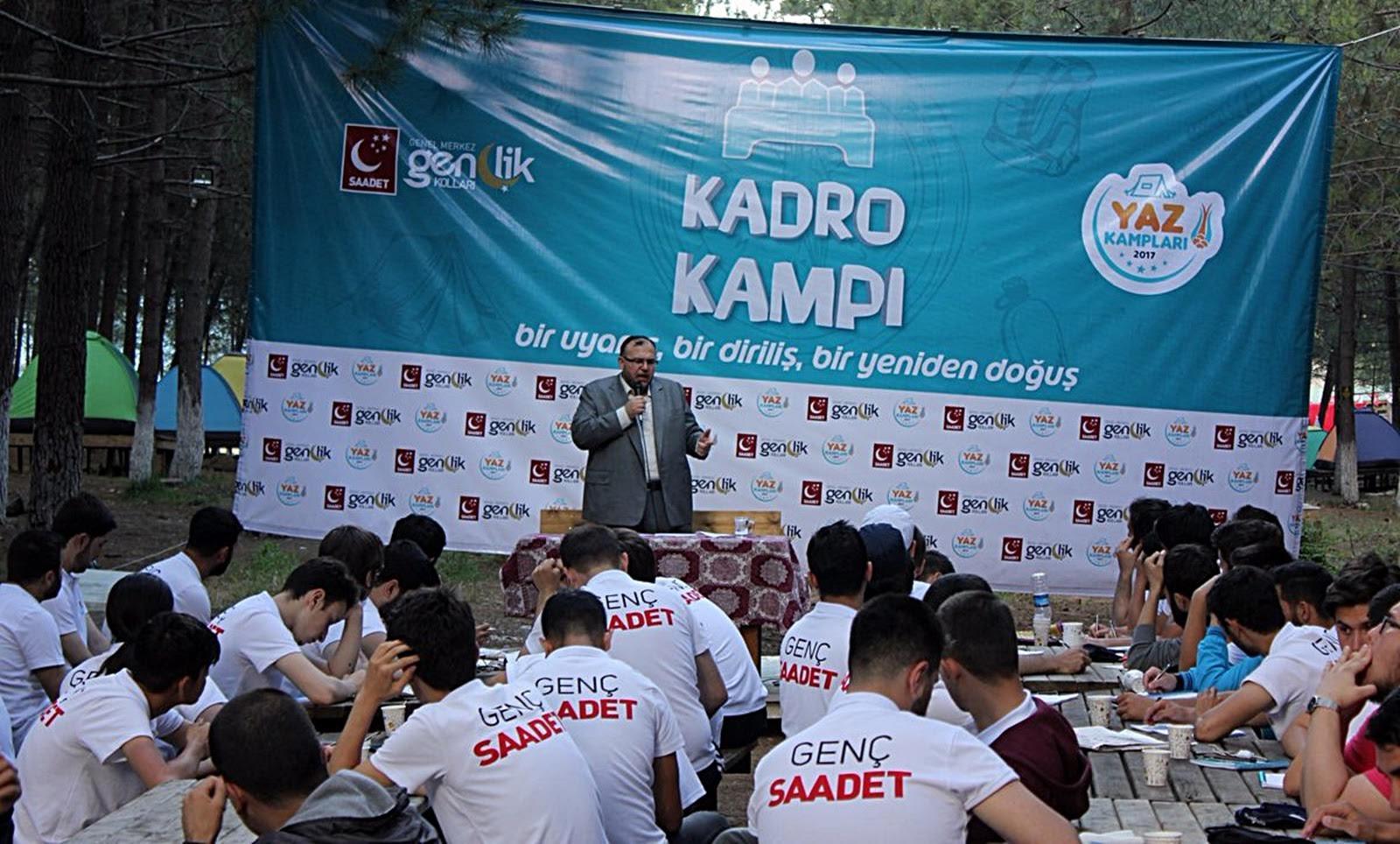 Çalışkan Saadet Partisi Gençlik Kolları'nın İstanbul Şile'deki yaz eğitimi kampına konuşmacı olarak katıldı