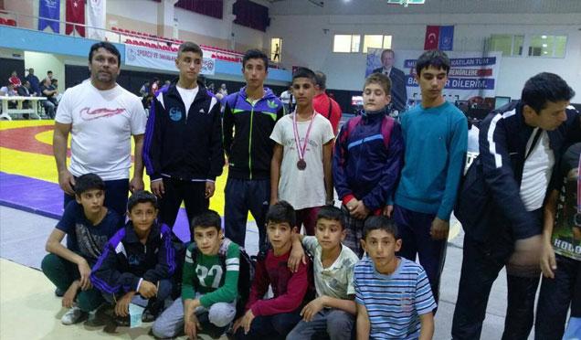 Antakya belediyesi güreş takımı gururlandırdı