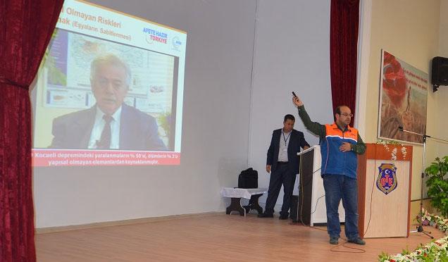 Cezaevi personeline depremden korunma yöntemleri anlatıldı