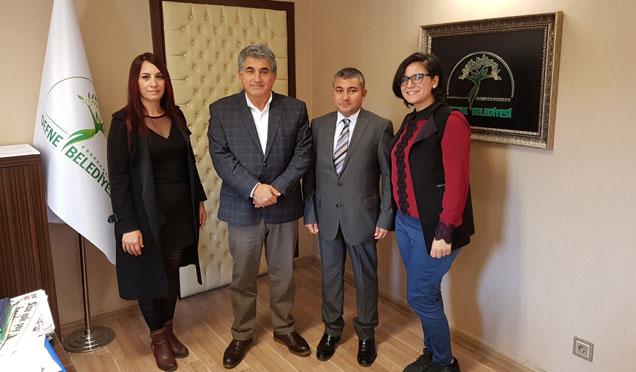 Defne belediye başkanı Yaman makamında ziyaret edildi