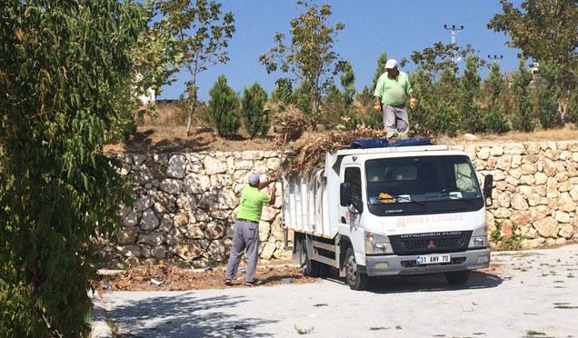 Defne belediyesi ilçe genelinde temizlik çalışmalarına devam ediyor