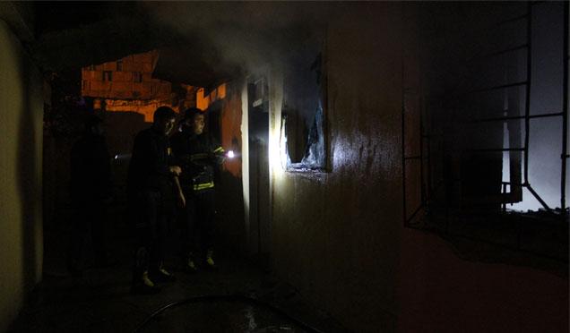 Yangına giden itfaiye ekiplerine bıçaklı saldırı