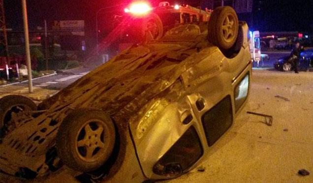 Otomobil duvara çarptı, 1 ölü 3 yaralı