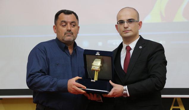 Altın Ambulans Onur Ödülü Şehit Paramedik Büşra Boyacı'nın ailesine verildi