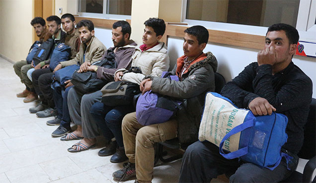 Kırıkhan'da 10 kaçak göçmen yakalandı