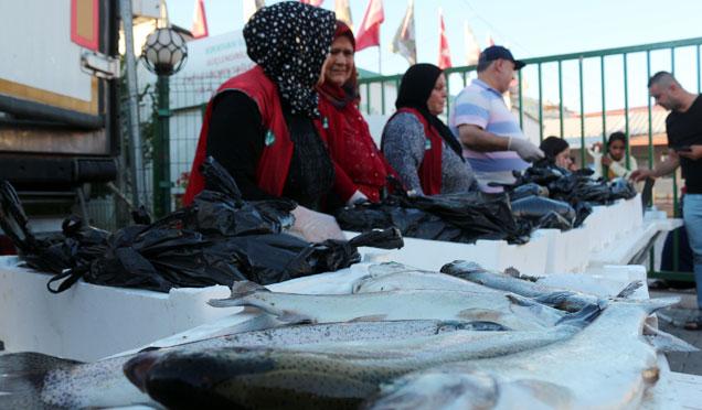 Hatay'da Suriyelilere 20 Bin adet balık dağıtıldı