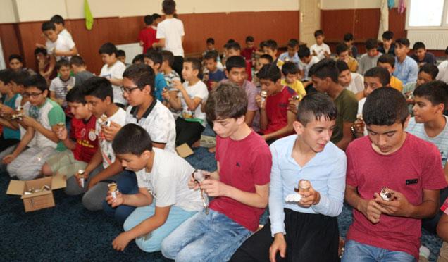 HAYAD Derneğinden Kuran Kursu öğrencilerine dondurma ikramı