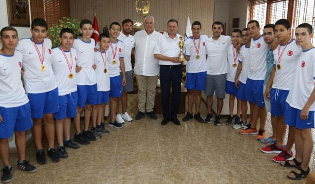 Türkiye 1. HBB Su Topu Takımı'ndan Başkan Savaş'a ziyaret