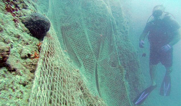 Hatay'da denizler terkedilmiş av araçlarından temizlendi