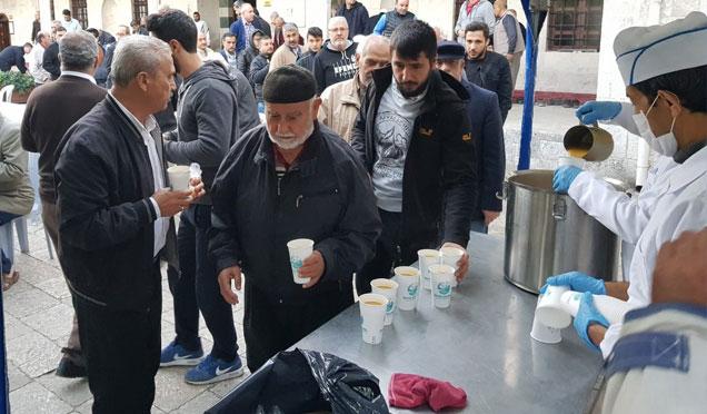 Habib-i Neccar Camii'nde sabah namazında çorba ikramı