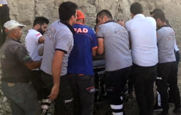 İnşaat halindeki okulun istinat duvarı çöktü; 1 ölü 2 yaralı