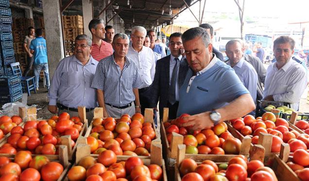 Zabıta ve Tarım Müdürlüğü ekipleri sebze halinde fiyat denetimi yaptı