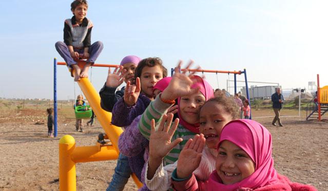 Savaşın çocukları ilk kez gördükleri parkta eğlendi