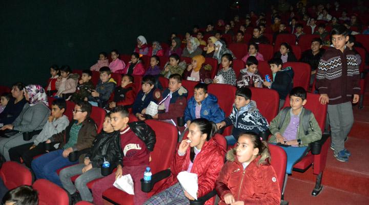 """Kırıkhan'da """"Sinemaya gitmeyen çocuk kalmasın"""" Projesi"""