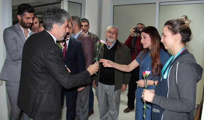 Başkan Yavuz 8 Mart Kadınlar gününde hasta kadınları ziyaret etti