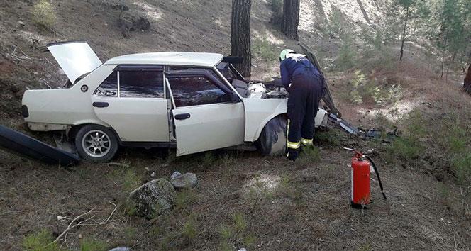 Otomobil ağaçlara çarptı, anne ve oğlu yaralandı