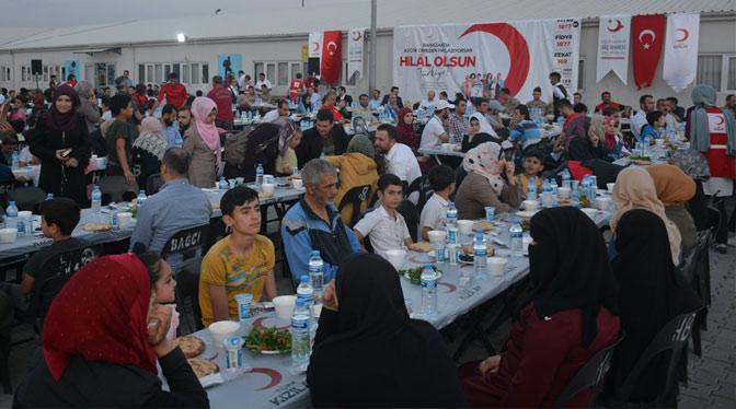 """Altınözü'nde """"Hilal olsun Türkiye"""" iftarı"""