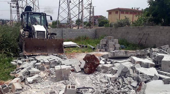 Belediye ekipleri kaçak yapıları yerle bir etti
