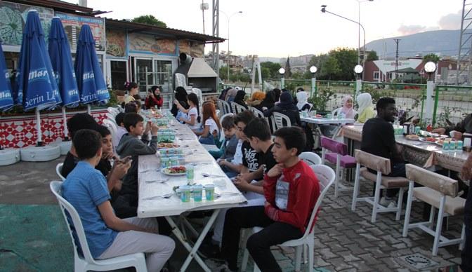 Kırıkhan'da Suriyeli yetimlere iftar