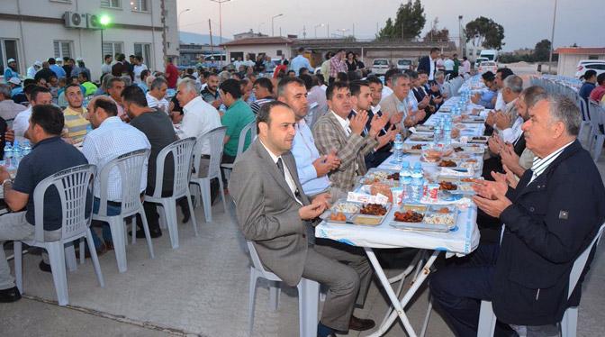 Başkan Yılmaz iftarını belediye personeliyle yaptı
