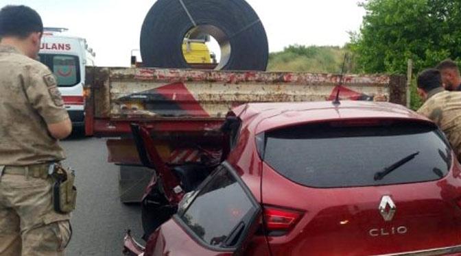 Otomobili ile Tırın altına giren sürücü yaralandı