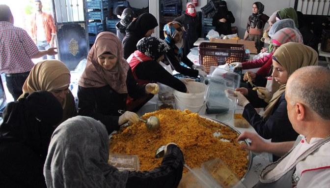 Suriyelilere Ramazan boyunca 126 Bin 500 kişilik iftar dağıtıldı
