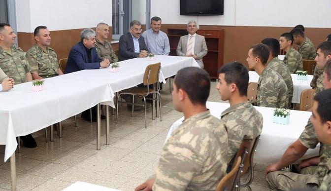 Vali Doğan'dan sınır karakolundaki askerlere moral ziyareti