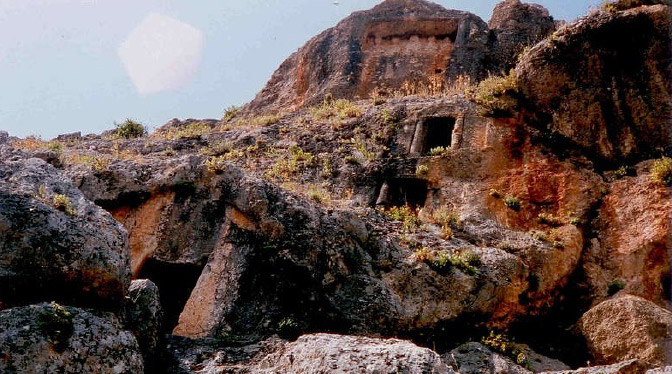 Hatay'da tarih; Kırıkhan Beşkardeşler Mağarası