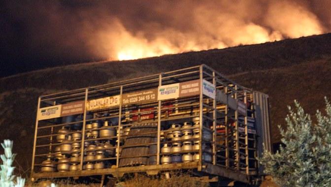 Tüp depolarının olduğu alanda korkutan yangın