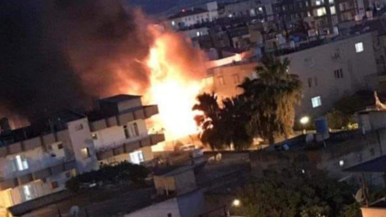 Reyhanlı'da bir işyerinde yangın çıktı