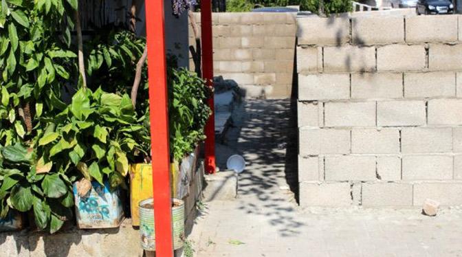 Tapulu malım diyerek sokağa duvar ördü