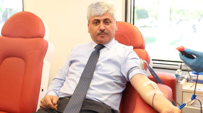 Vali Doğan'dan Kızılay'a kan bağışı