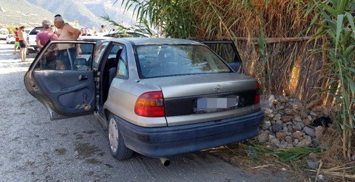 Park halindeki aracın camını kırıp cüzdanı çaldılar